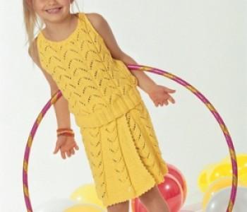 Эффектная ярко-желтая ажурная двойка из топа и юбки.
