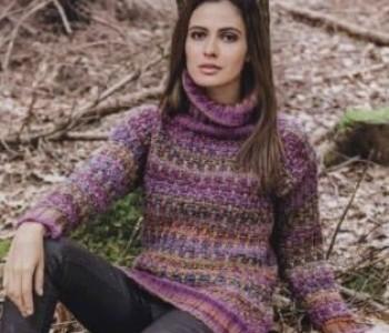 Разноцветный свитер узором из спущенных петель