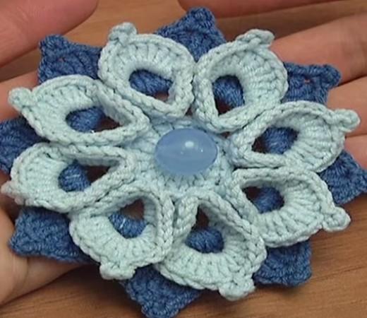 Цветок с объемными лепестками крючком
