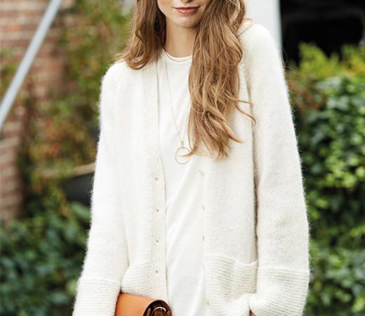 Белая женская кофта спицами