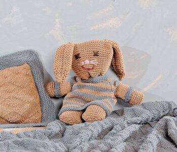 Заяц в пуловере